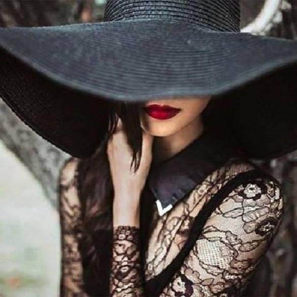 Les chapeaux.